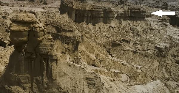 Balochistan Sphinx temple behind the sphinx